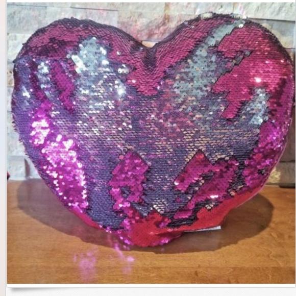 """Valentines Heart Pillow 19/""""x24/"""" Red NWT Chenille Fabric Oversized New Love"""